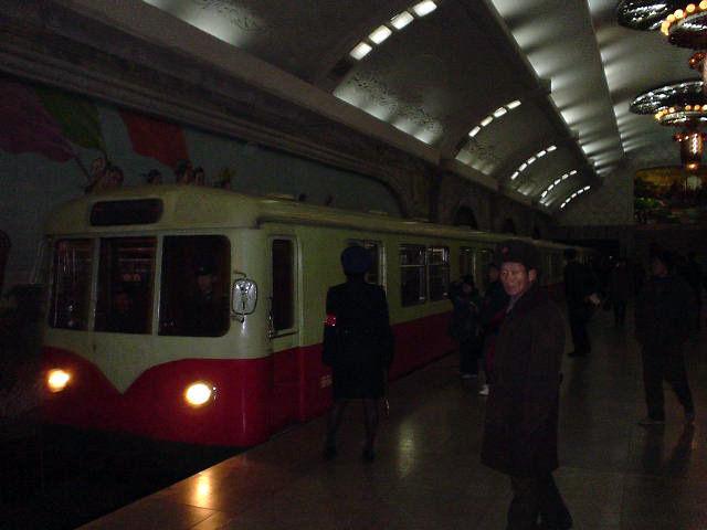 北朝鮮観光 電車