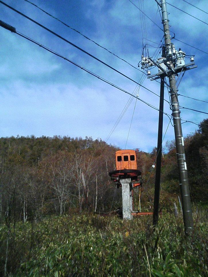 チニカ山荘 電線