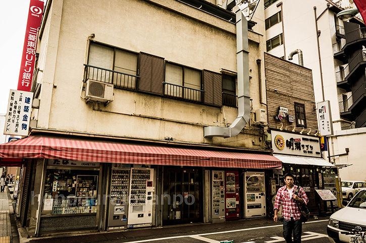 松本地上げ タバコ屋と青年