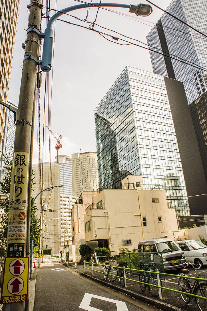 西新宿 ひろゆきハウス 電柱