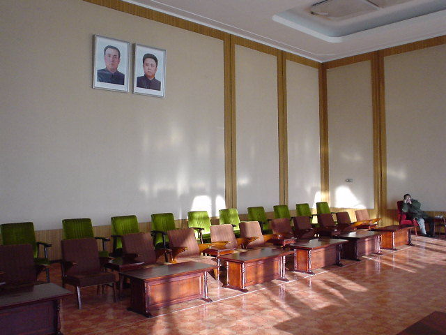 北朝鮮観光 椅子