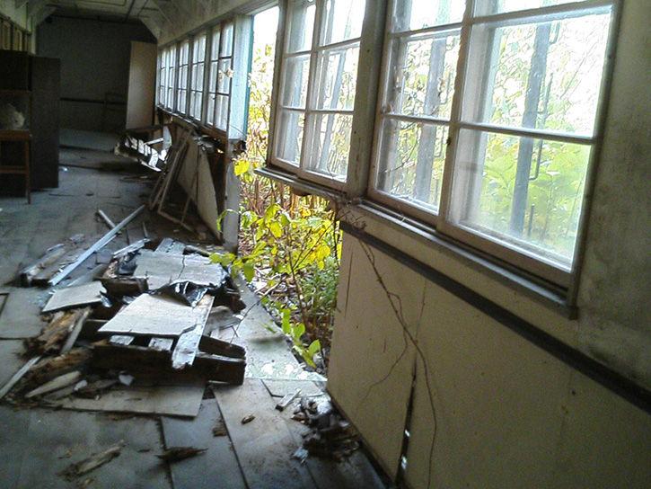 万字小学校 壁崩壊