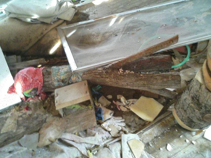 チニカ山荘 瓦礫