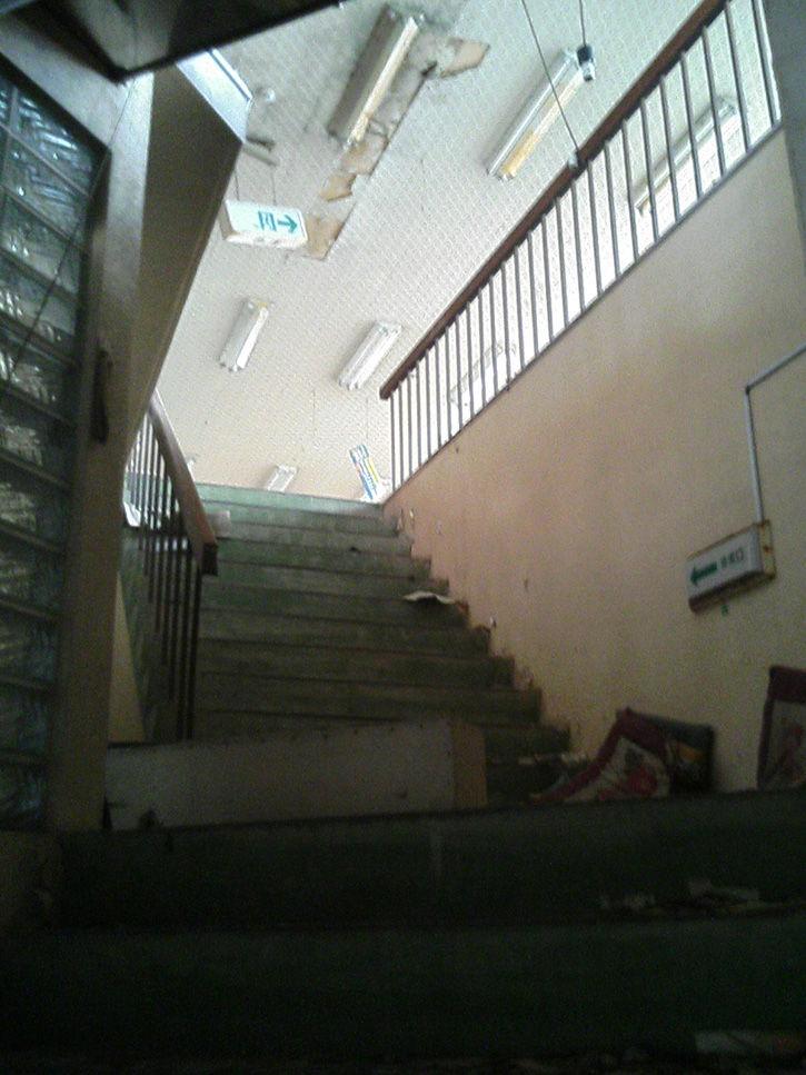 かどや 階段駆け上がり