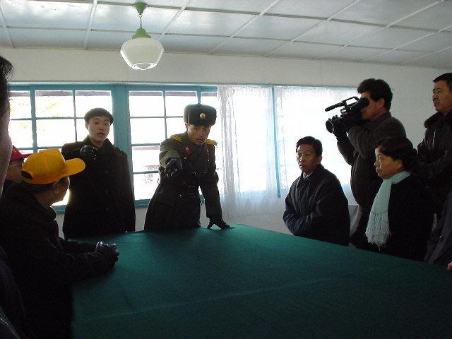 北朝鮮 マイクの線