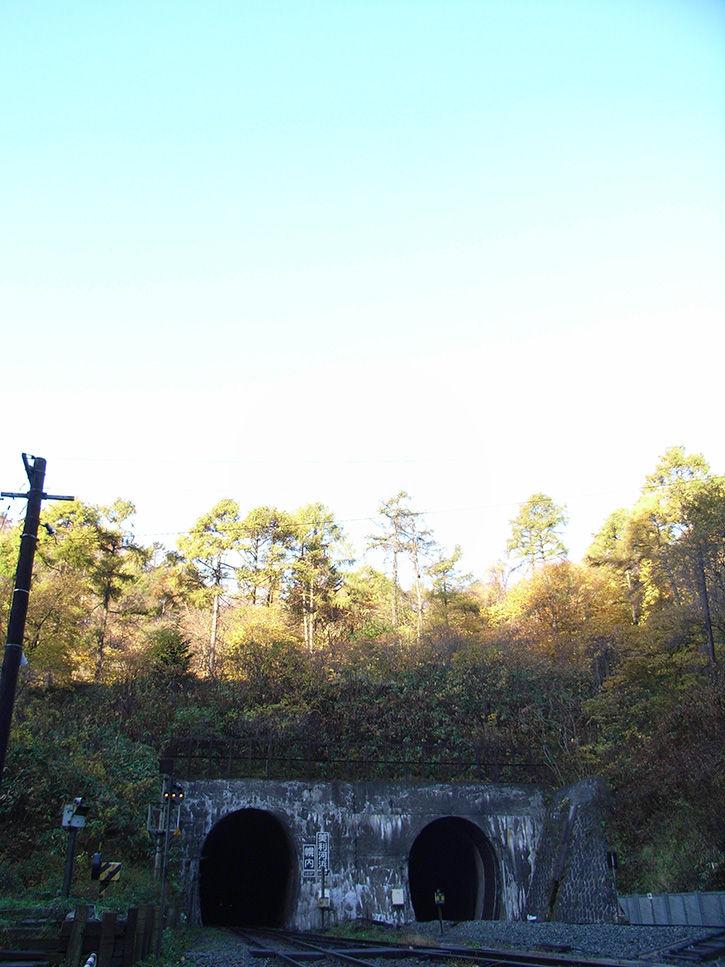 小幌駅 トンネルと空