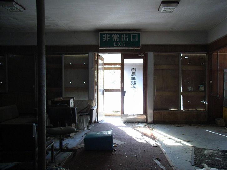 白鳥湖ホテル ドア