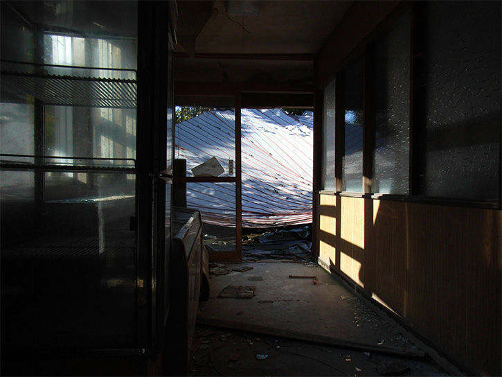 白鳥湖ホテル 瓦礫