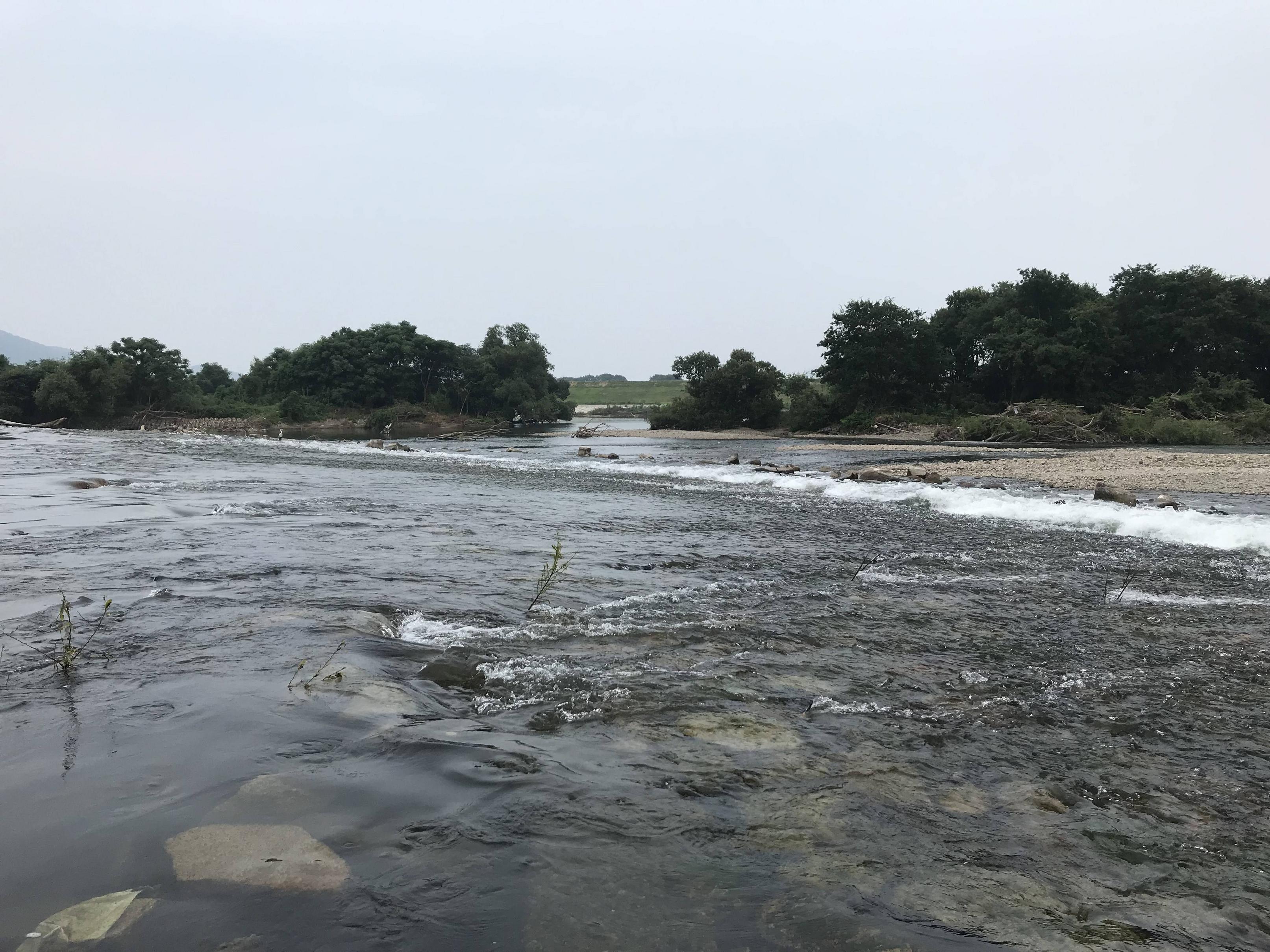 【画像】ニートワイ、2時間もの間何もせず川原でたそがれる…