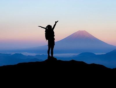 【画像】女性「仕事で鬱になって死にたい…」→山に登った結果