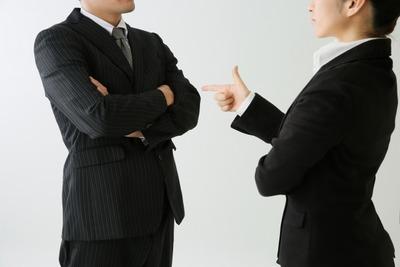 ワイ管理職、部下を誉める時はこっそり2人で、叱るときはみんなの前で