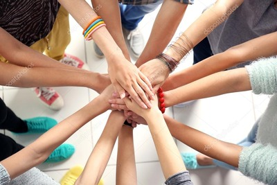 depositphotos_116576200-stock-photo-many-friends-hands