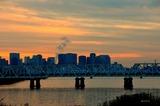 夕焼け空の赤川鉄橋