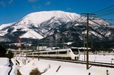 雪の伊吹山と特急「しらさぎ」
