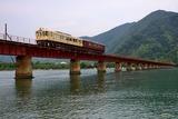 由良川を渡る「あかまつ」