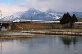 冬の伊吹山と700系