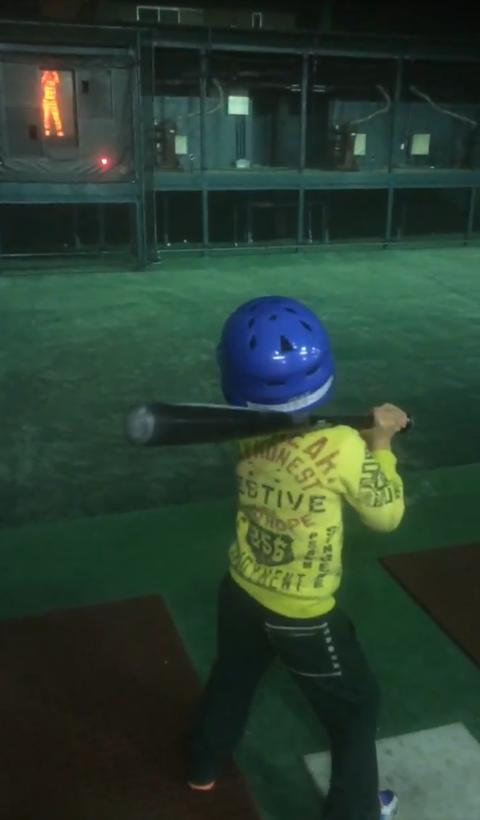 これは痛い 直撃 野球 バッティングセンター 親子
