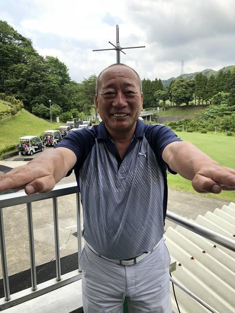 高木豊さんタケコプターを装着する