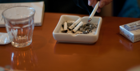 酒、たばこ、底辺、派遣、貧乏