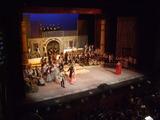 ドニゼッティー:オペラ 「愛の妙薬  」舞台の様子