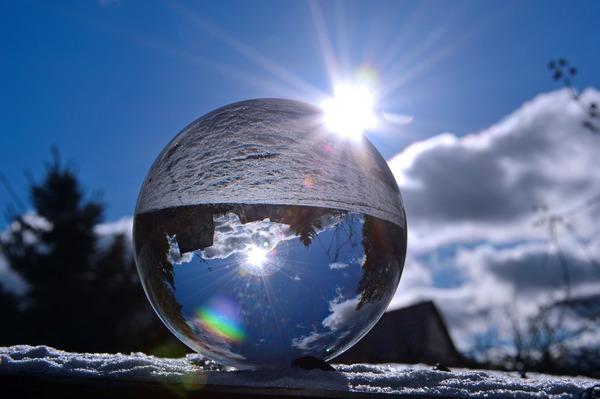 glass-ball-3939732_1920