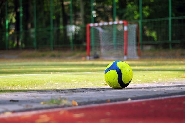 soccer-933037_1920