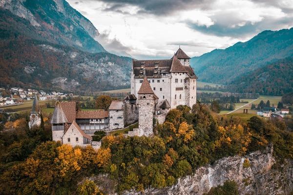 castle-5693094_1920