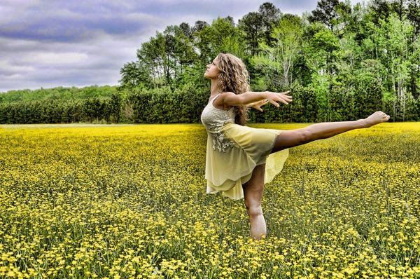 dancer-2093996_1920