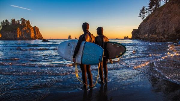 surfers-3903629_1920