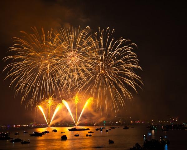 fireworks-3597392_1920