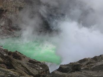 10年8月8日撮影:阿蘇中岳火口