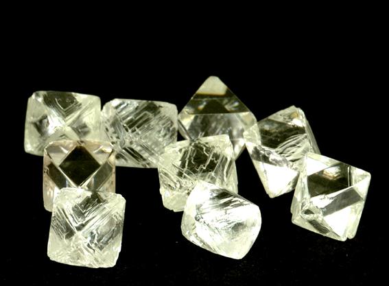 ダイヤモンド原石 6月のアントワープ ダイヤモンド市場をレポートします。 〇原石市場 昨...