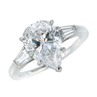 ペアーシェイプダイヤモンドリング