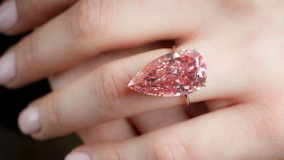 15.38ct Fancy Vivid Pink VVS2 Type IIa with finger