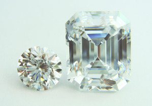 8ct EM D VVS2 Type�b 2ct RBとの大きさの比較