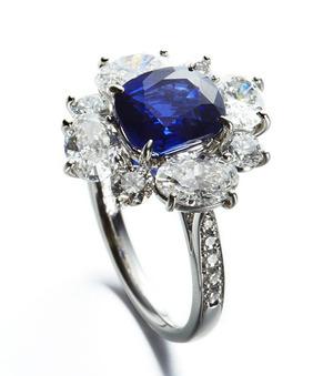 Kashmir Sapphire Diamonds Ring