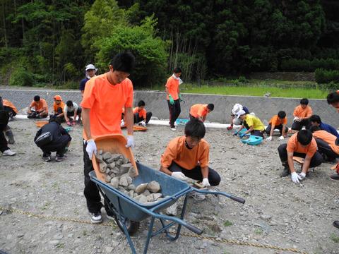 6月15日(日) 花木園の石出し作業