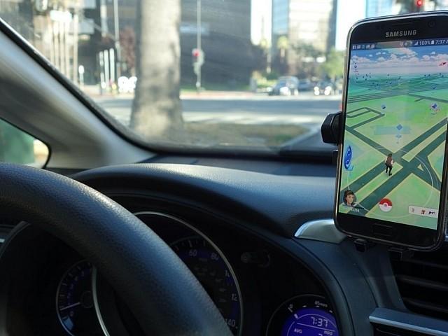 pokemon-go-driving_640x480