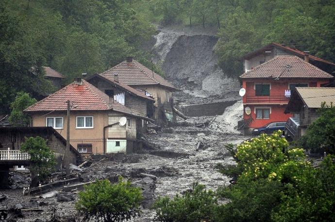 GTY_balkans_flood_12_sk_140516_3x2_1600