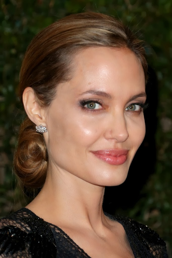 Angelina_Jolie-Academy_Of_Moti