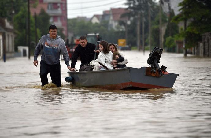GTY_balkans_flood_7_sk_140516_23x15_1600