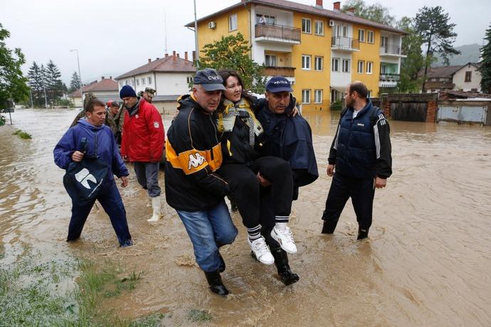 AP_balkans_flood_1_sk_140516_3x2_1600