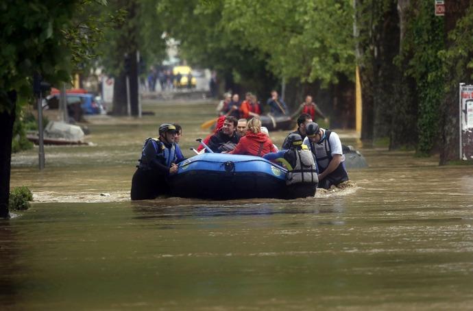 AP_balkans_flood_2_sk_140516_23x15_1600