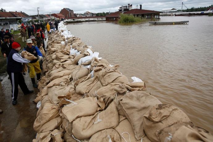 AP_balkans_flood_sandbag_dam_jt_140517_3x2_1600