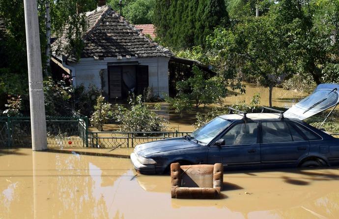 GTY_Balkan_Flood_Car_TG_140519_17x11_1600
