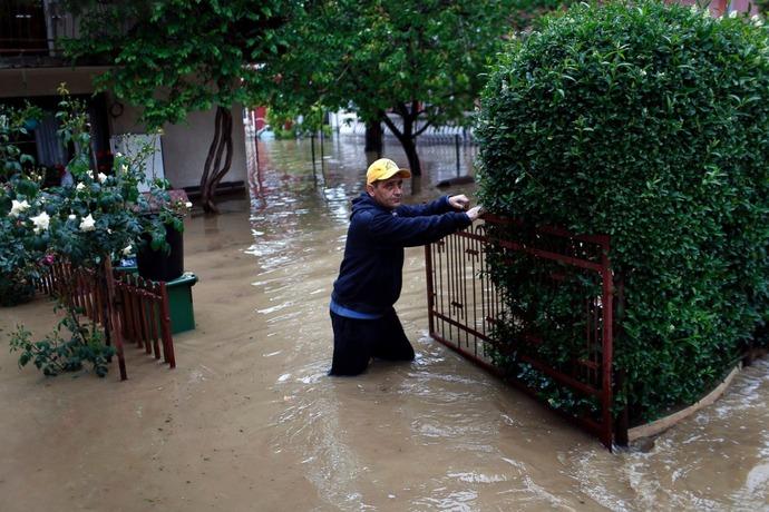 AP_balkans_flood_4_sk_140516_3x2_1600