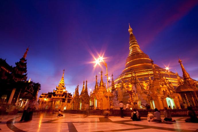 Myanmar-Yangon-Shwedagon-Pagoda-in-twilight
