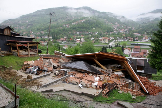 GTY_balkans_flood_10_sk_140516_3x2_1600