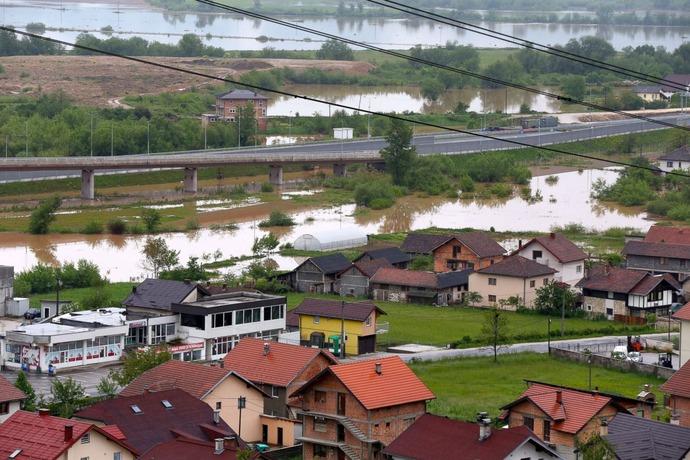 GTY_balkans_flood_8_sk_140516_3x2_1600