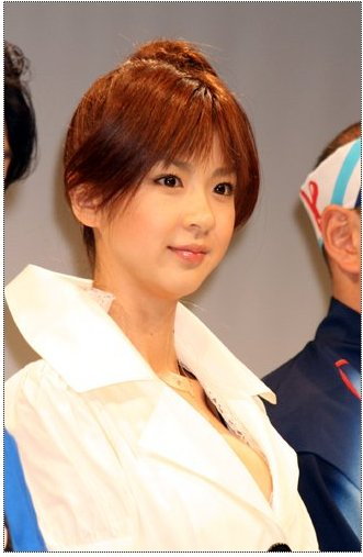 Aki Hoshino (b. 1977 E or F-cup[4 bakunyu naked (17 images) Leaked, 2019, cleavage